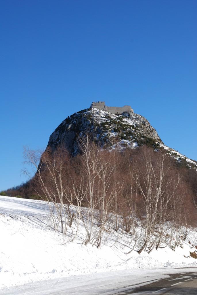 Montségur in de Ariège is het kasteel waar de Katharen zich verschanstten tijdens een religieuze vervolging door de katholieken in 1244. Zo'n 200 mensen werden verbrand nadat het kasteel overwonnen was.